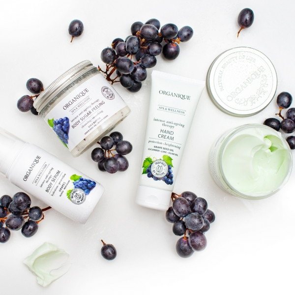 Przeciwstarzeniowe serum do ciała Intense Anti-Ageing/Grape