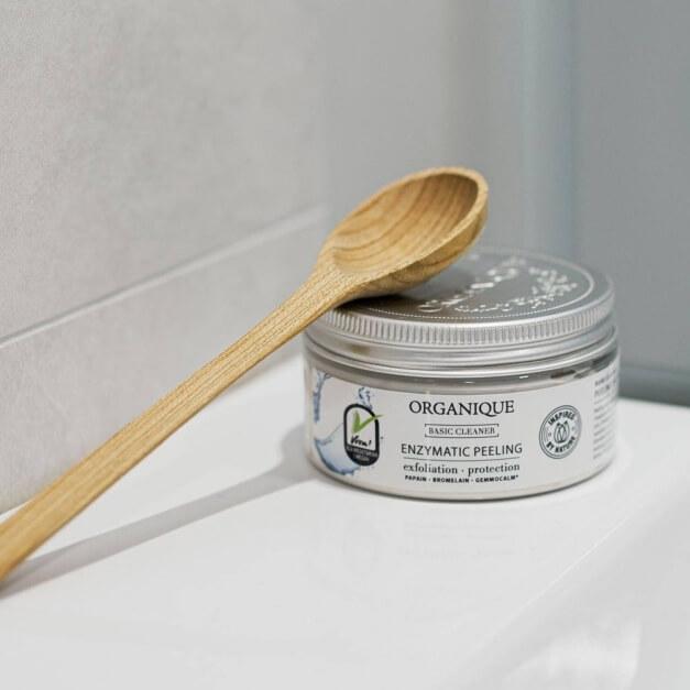 Oczyszczający peeling enzymatyczny Basic Cleaner