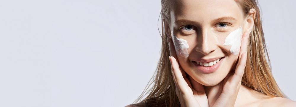 Dlaczego krem do twarzy na zimę powinien być natłuszczający?