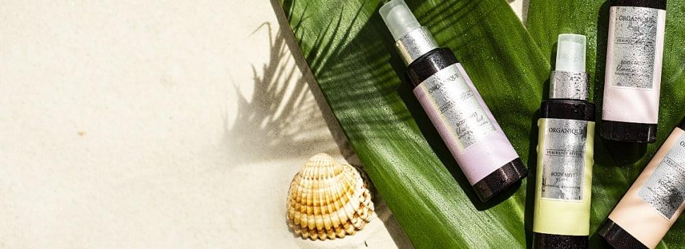 Niezbędnik wakacyjnej kosmetyczki: zapachowe mgiełki do ciała