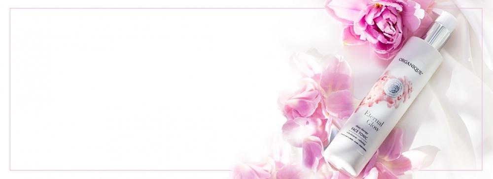 Przywróć naturalny blask w kilku prostych krokach z kosmetykami rozświetlającymi Eternal Glow